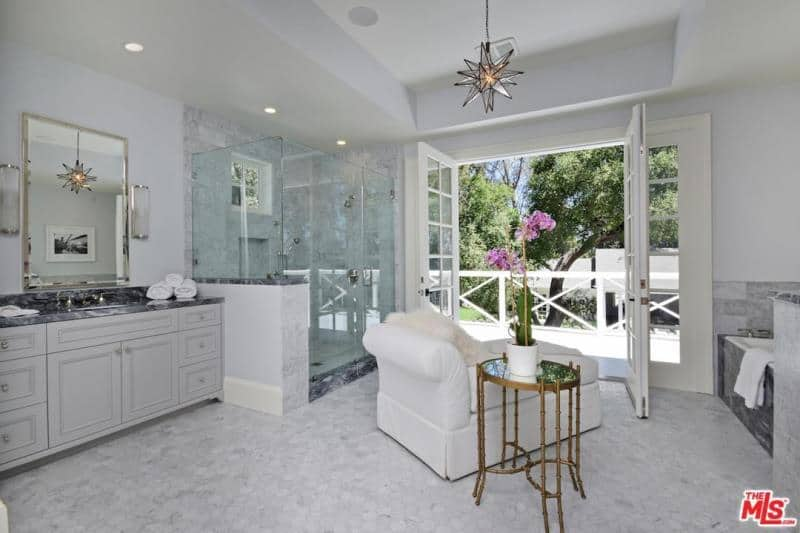 kyle richards home bathroom