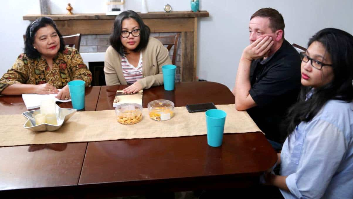 90 Day Fiancé Not What I Thought Recap Leida family in Eric apartment