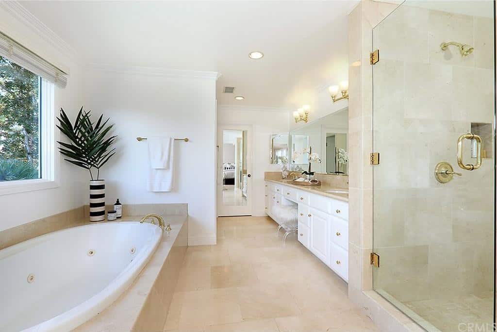 Shannon Beador Rental Home Photos Master Bathroom