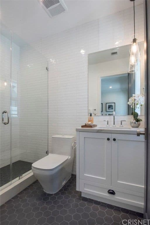 Vanderpump Rules Jax Taylor and Brittany Cartwright New Home Guest Bathroom