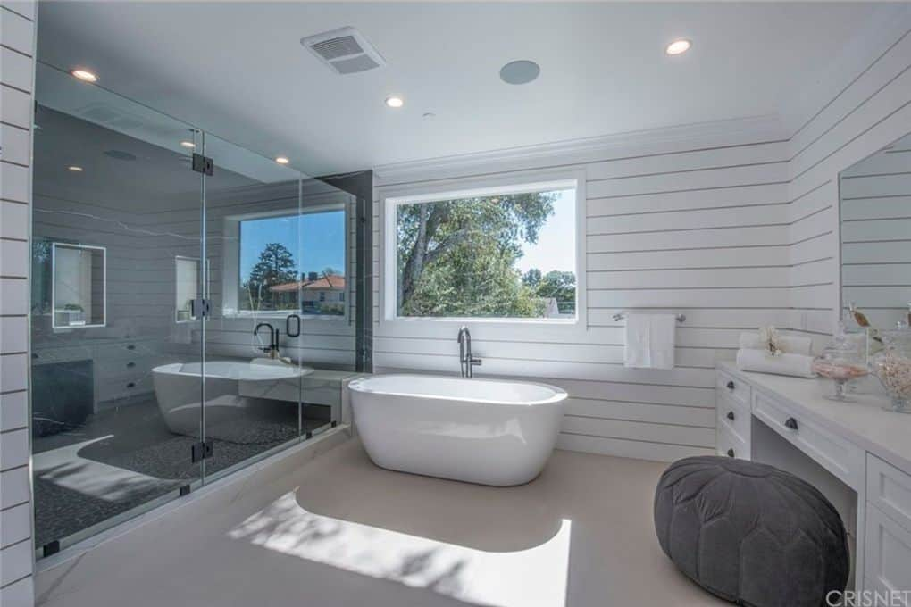 Vanderpump Rules Jax Taylor and Brittany Cartwright New Home Master Bathroom