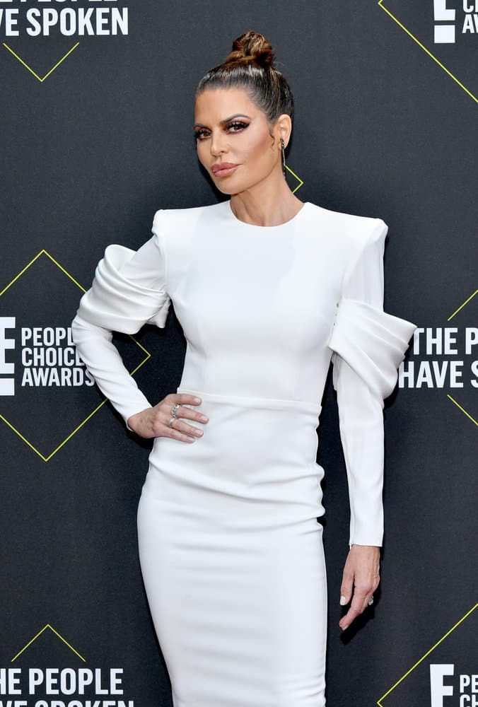 Lisa Rinna Attends the E Peoples choice Awards
