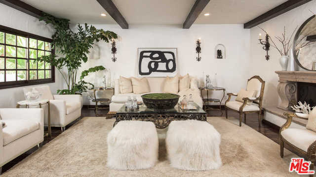 Faye Resnick Home Living Room
